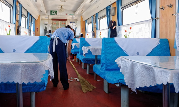 Train-Kashgar-Urumqi-Chine-photo-Pierrick-Bourgault 66388 DxO